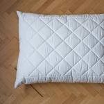 Komfortní polštář London 1,2kg <br />   zip pro snadné doplnění náplně