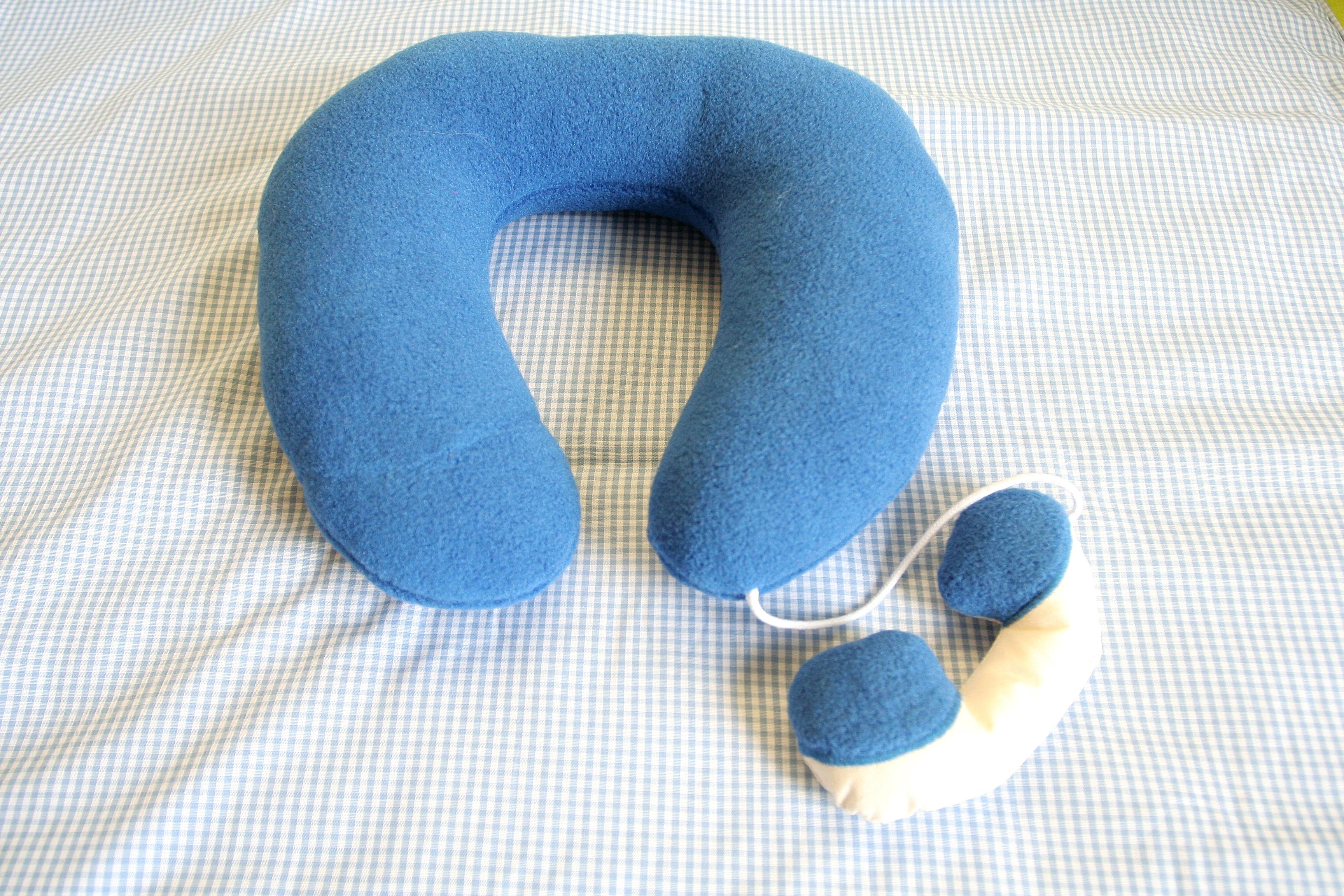 Podkova - dětský cestovní polštářek modrý