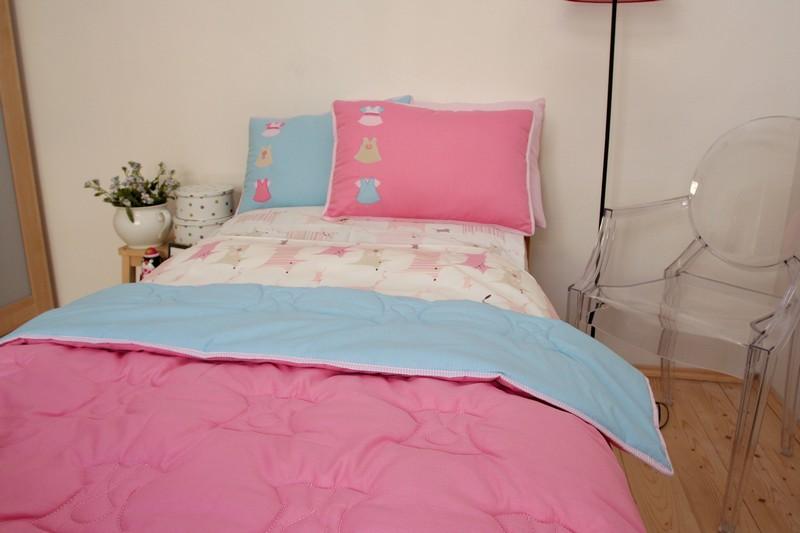 Dívčí přehoz na postel růžovo-modrý